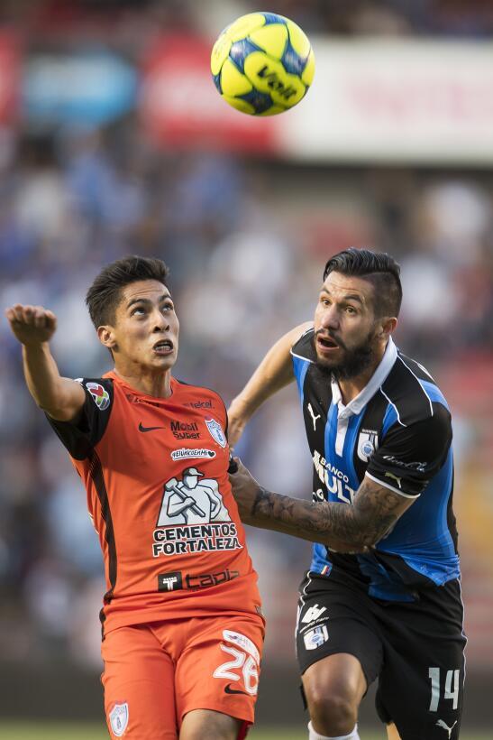 Querétaro derrota a Pachuca dando una gran exhibición Jugada partido 4.jpg