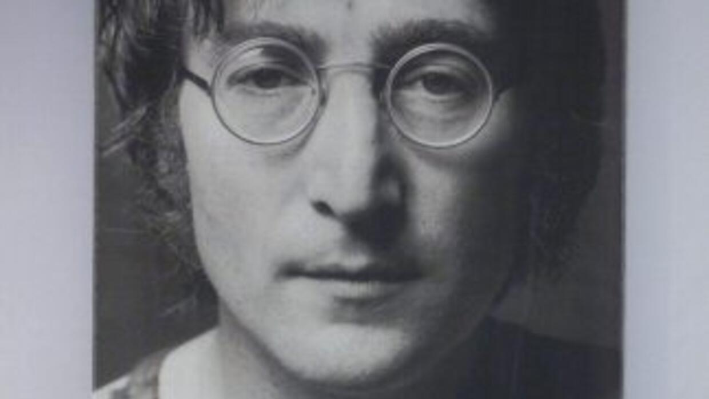 Se subastó también una copia firmada del noveno álbum de The Beatles, ll...