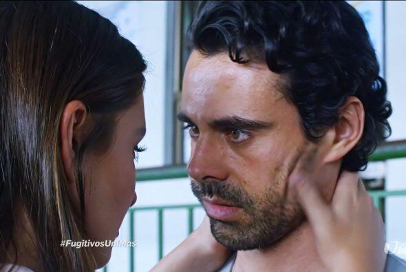 Al tenerla frente a frente, Julián le confesó que ella era parte de su f...