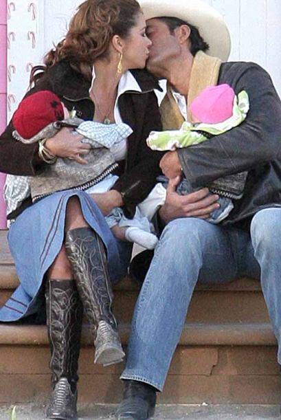 ¡Y hasta gemelos! La Víbora moría para dar paso a una madre y esposa.