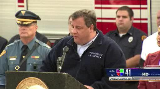 El Gobernador Chris Christie ordenó la evacuación de zonas costeras de N...