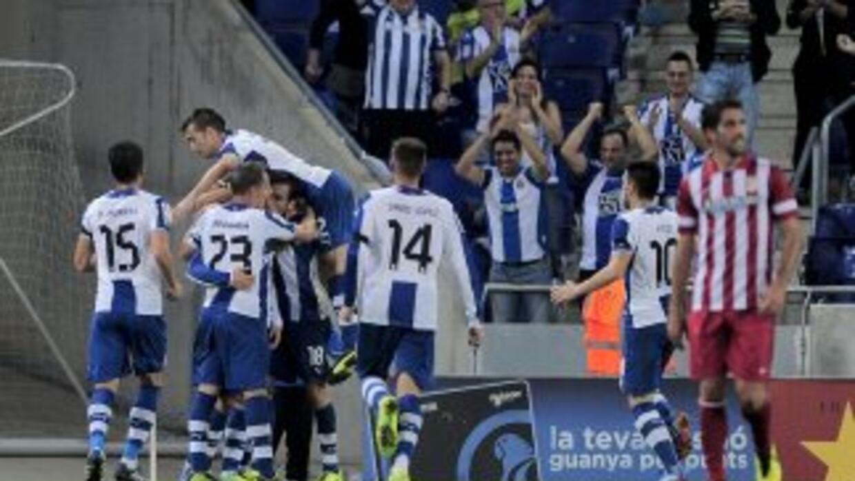 Los jugadores del Espanyol celebran el autogold e Coutois.