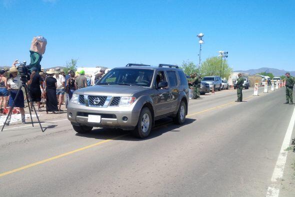 Residentes de la comunidad fronteriza de Arivaca protestaron para exigir...