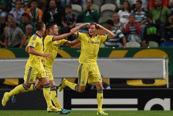 Matic anotó el gol del triunfo que deja a Chelsea como líde rdel Grupo G...