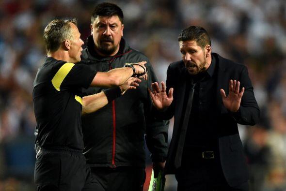 """Todo terminó con la expulsión de Simeone, que pone cara de """"Está bien, e..."""