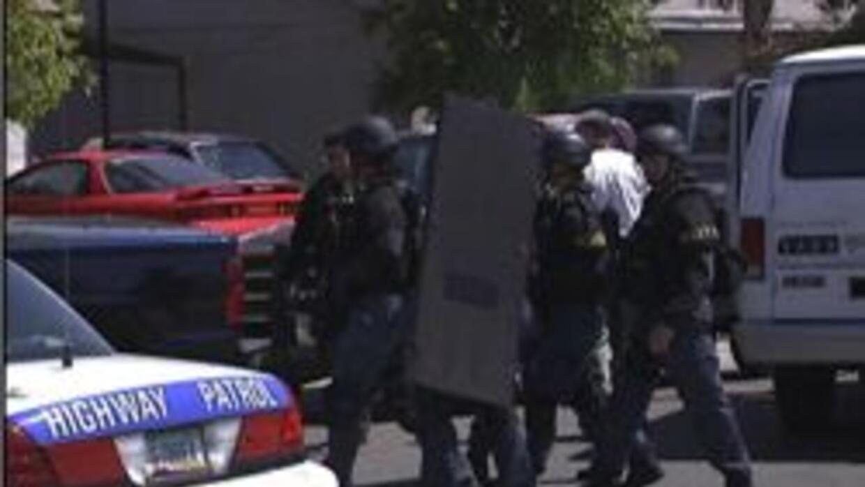 Policia tratando de arrestar a sospechoso