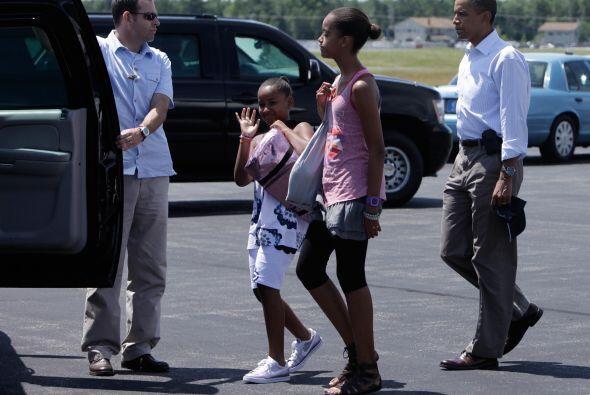 Tal como lo hicieron hace un año, Obama, su esposa Michelle y sus hijas...