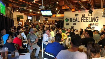 Gran ambiente en el Café Real de Miami con la Peña Madridista viendo el juego ante el PSG