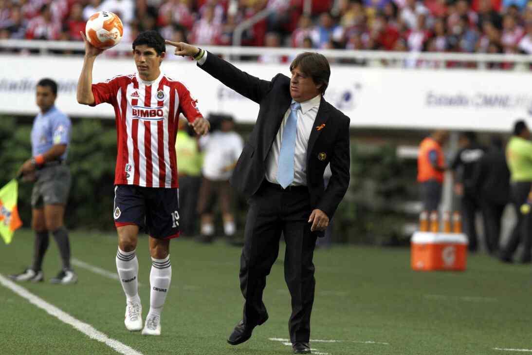 Miguel Herrera, ganador en el Clásico Nacional con América 20120408-1555...