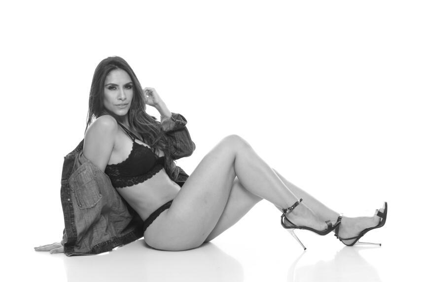 Anny Chavarría, la periodista que expone toda la verdad sobre la sensual...