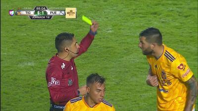 Tarjeta amarilla. El árbitro amonesta a André-Pierre Gignac de Tigres