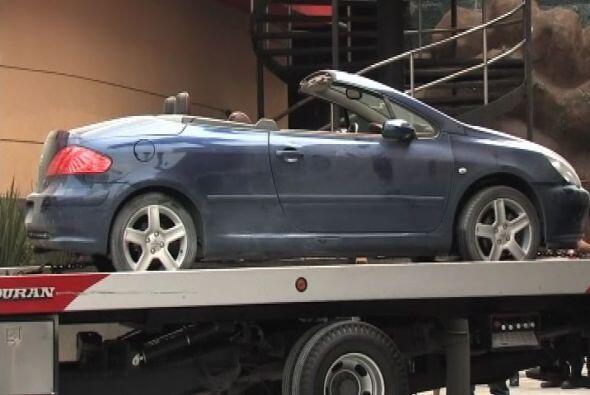 El vehículo apareció con tres impactos de bala, a las afueras del bar en...