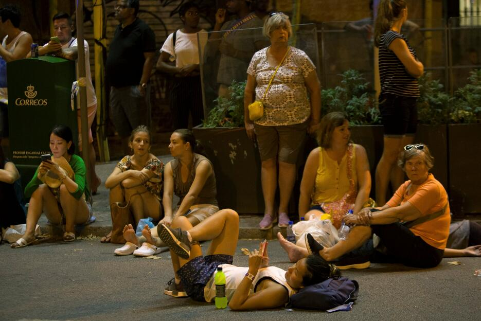 La noche en Barcelona tras un día de terror 2017-08-17T224750Z_963591791...