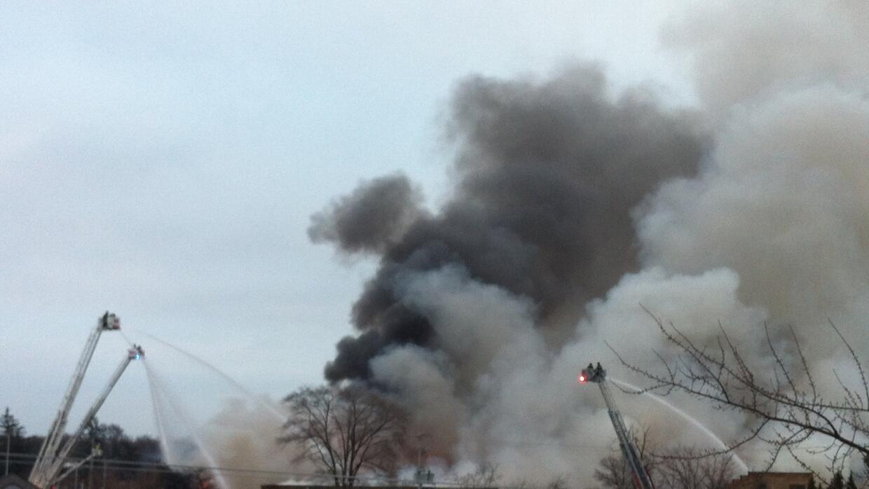 Incendio en almacén en Arlington Heights