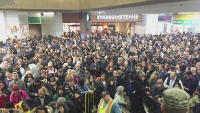 Continúan los problemas en los servicios de transporte público de Nueva York tras tormenta invernal