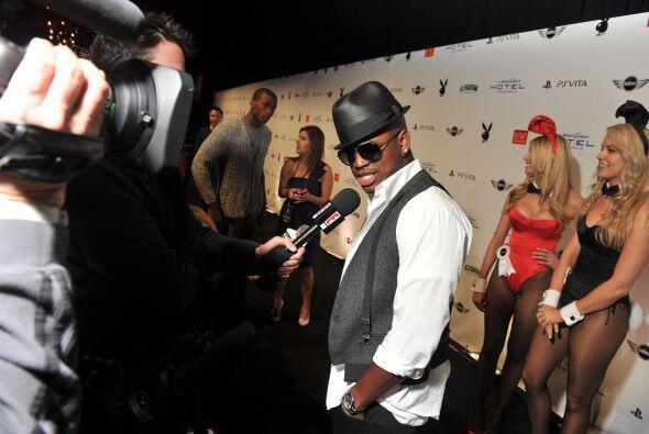 El cantante de R&B y Pop, Ne-Yo, acaparó la atención a su llegada.