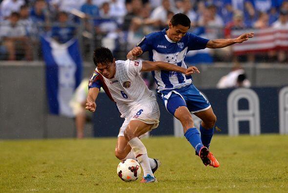 Costa Rica empezó dominando pero Honduras reaccionó.