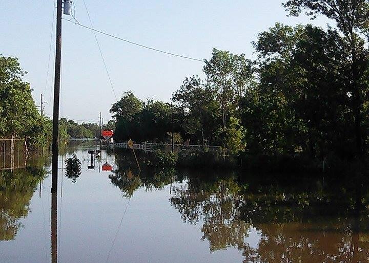 Dayton, uno de los poblados texanos que amaneció bajo el agua