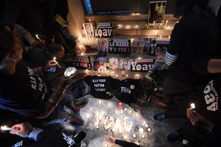 Un grupo conmemora a las víctimas de los ataques en Túnez