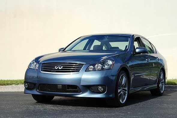 El M35 combina buen precio, lujo, estilo elegante y capacidad para compe...