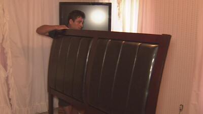 Familias afectadas por Harvey y de bajos recursos reciben muebles nuevos para sus hogares