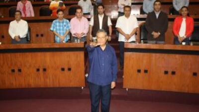 Silviano Mendiola, el alcalde interino de Iguala, rindió protesta el mar...