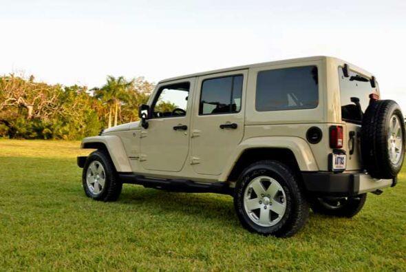 La Jeep Wrangler Sahara Unlimited 4x4 2011 es la versión de ch&aa...