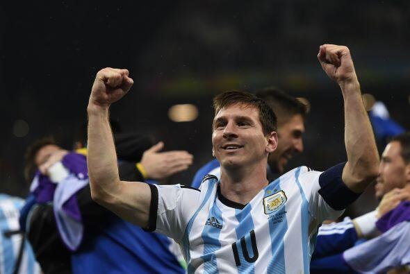A los 27 años, el argentino Lionel Messi lidera la lista mundial de juga...
