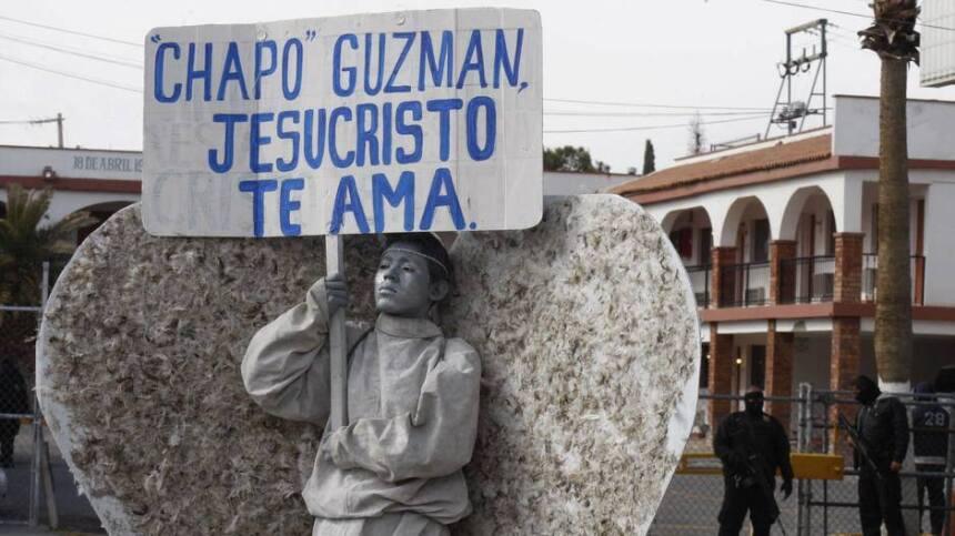 Afuera de la cárcel Cefereso 9, en Juárez, en diciembre de 2016, los Áng...