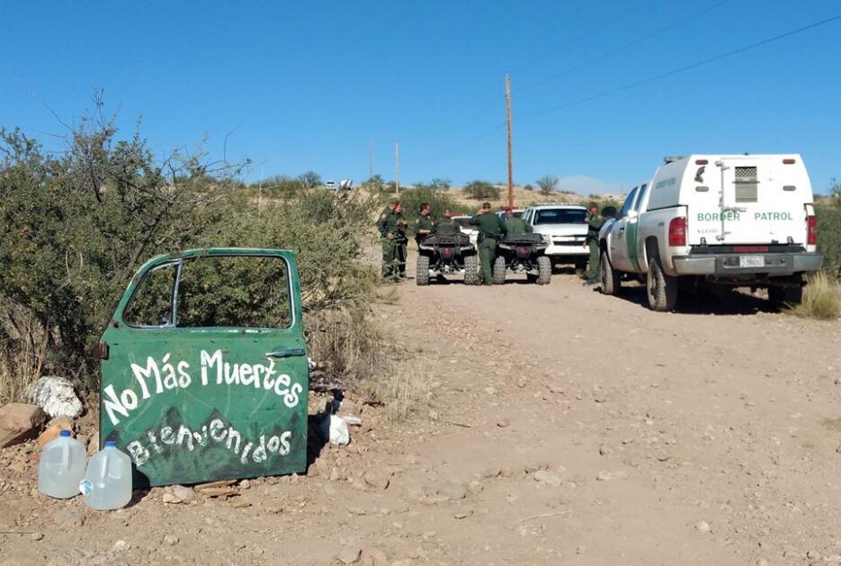 Arrestan a cuatro indocumentados en el campamento humanitario de una org...