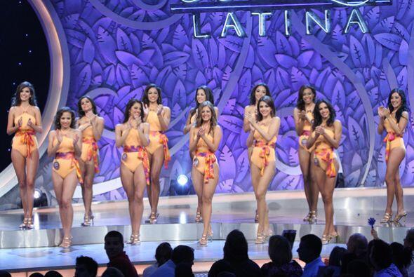 Las 12 finalistas ya elegidas posaron en traje de baño.