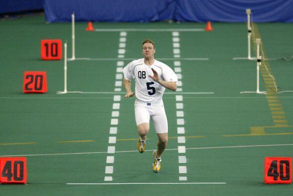 2004 - Draig Krenzel, quarterback de la Estatal de Ohio en la prueba de...
