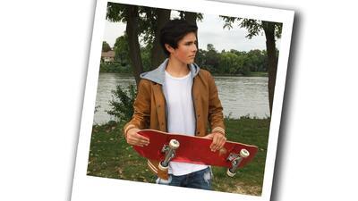 Edward Baeza es todo un skater en sus ratos libres