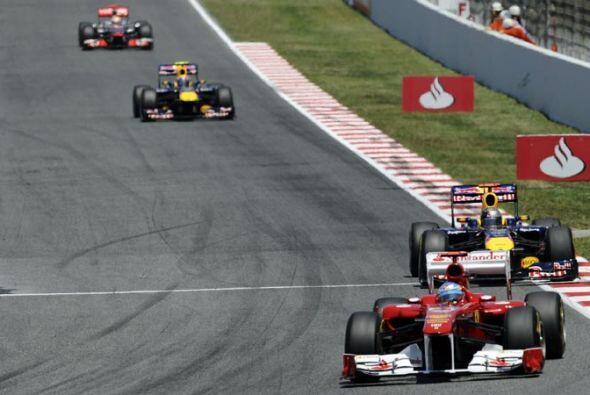 Antes de completar la primera vuelta, Alonso le sacó más de un segundo d...