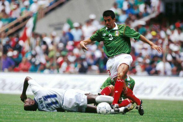 """El """"Piojo"""" no tardó en comenzar un duelo personal con Dolmo Flores, un p..."""