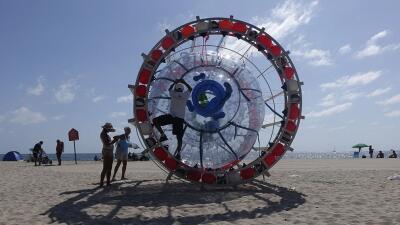 Reza Baluchi intentará viajar en esta 'burbuja' desde Pompano Beach hast...