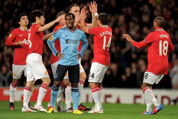 Manchester United se clasificó para los Octavos de final pero sufrió ant...