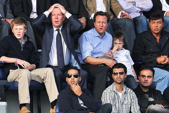 Pero el Primer Ministro seguía muy intrigado. ¿Qué es lo que veía, será...