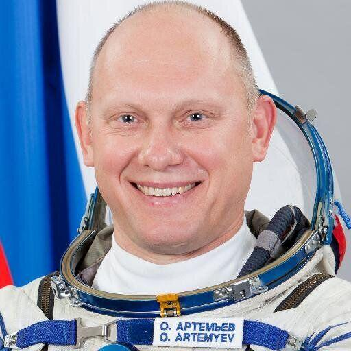 Èl es Oleg Artemyev y su cuenta de Twitter es @OlegMKS. Este inge...