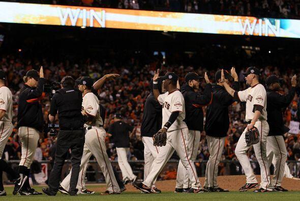 Así, los Giants de San Francisco sorprendieron estallando con sus bates...