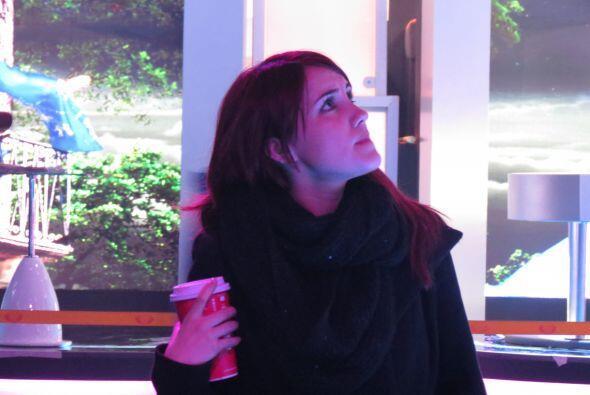 Dulce María con café en mano, siempre atenta a sus pupilos.