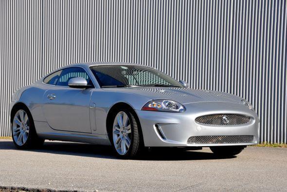 El Jaguar XK $ Copué 2011 tiene motor V8 supercargado de 5.0 litr...