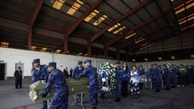 Salvadoreños sepultaron a inmigrantes asesinados en México