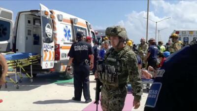 Elementos del Ejército mexicano atienden la escena de una explosi...