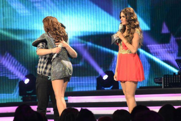 Stephanie y Yesenia se fundieron en un abrazo.