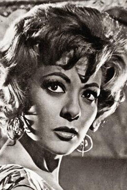 La señora Silvia Pinal es toda una estrella de cine, teatro y televisión.