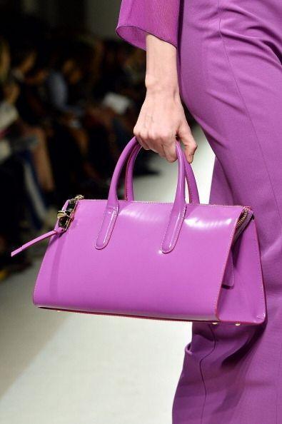 ¡El  tono y la forma de llevar tu bolso lila será definido por tu estilo...