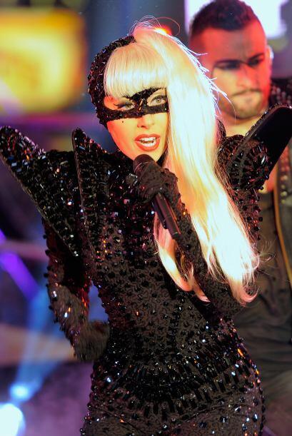 Entre 2011 y 2012 Gaga obtuvo ingresos de $52 millones. Ella tiene 26 añ...