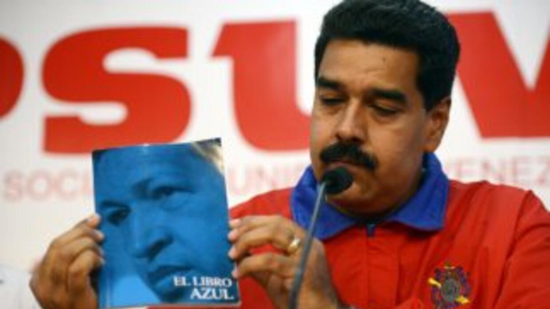 En estos textos se coloca al expresidente Hugo Chávez en un pedestal ina...