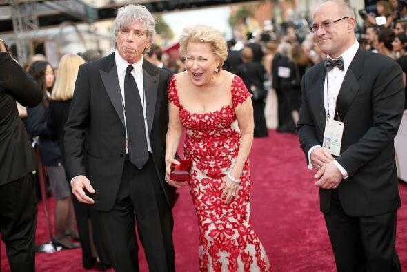 La gran actriz y cantante Bette Middler a su paso por la alfombra, despu...